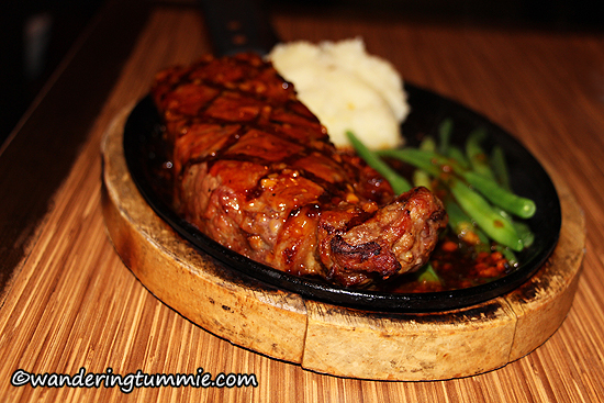 Brodard Chateau Garden Grove CA, new york steak, new york steak on skillet, sizzing skillet, steak, skillet steak, sizzling steak, vietnamese food, vietnamese restaurant, fine dining, lunch, dinner